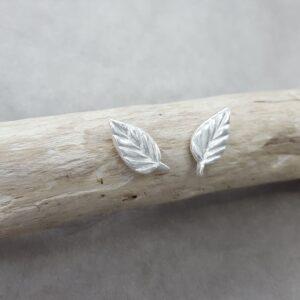 Blad - löv - örknoppar - örhängen silver - handgjorda från Brokig silversmycken