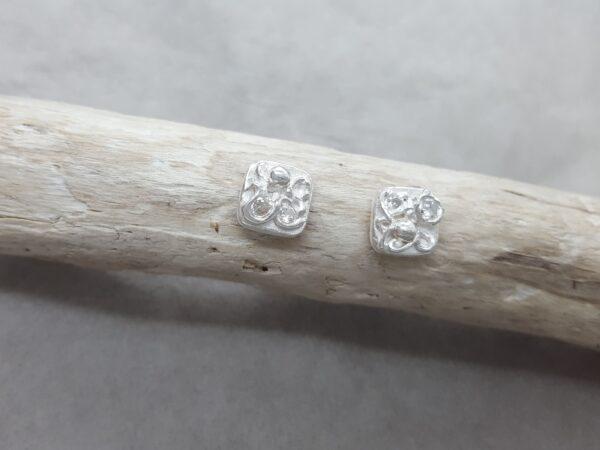Glitter - kvadrat - örknoppar - örhängen silver - handgjorda från Brokig silversmycken