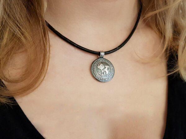 Hälsinglands-landskapssigill-på-hals - silversmycke i äkta silver - handgjorda silversmycken från Brokig silversmycken