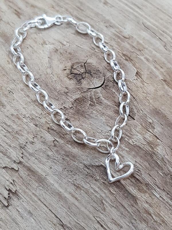 Minihjärtat på armband - silversmycke i äkta silver - handgjorda silversmycken från Brokig silversmycken