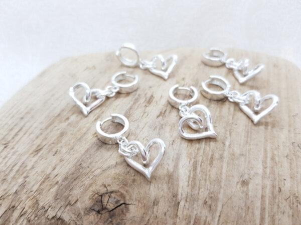 Hängande silverhjärtan - silverörhängen - silversmycke i äkta silver - handgjorda silversmycken från Brokig silversmycken