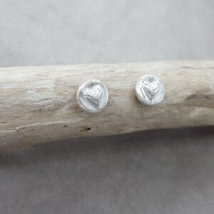 Runda - hjärtan - örknoppar - örhängen silver - handgjorda från Brokig silversmycken