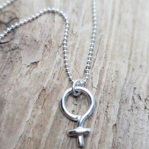 Kvinnosymbol - silverhalsband - silversmycke i äkta silver - från Brokig silversmycken