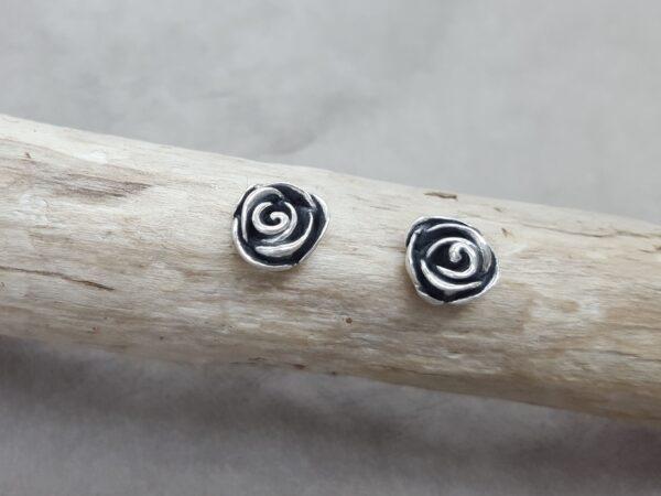 Ros - örknoppar - örhängen silver - handgjorda från Brokig silversmycken