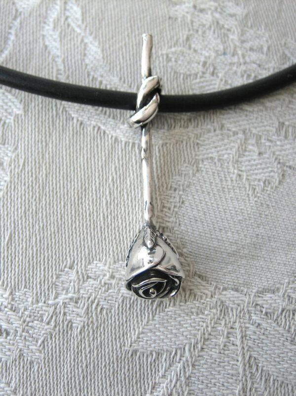 Ros som hängande - silversmycke i äkta silver - handgjorda silversmycken från Brokig silversmycken