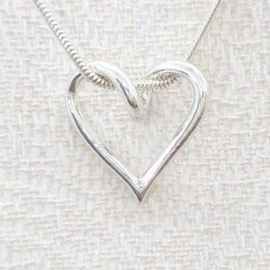 SILVERHJÄRTA-LILLA-19mm - silversmycke i äkta silver - handgjorda silversmycken från Brokig silversmycken