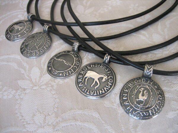 Sockensilgill i från Hälsingland - silversmycke i äkta silver - handgjorda silversmycken från Brokig silversmycken