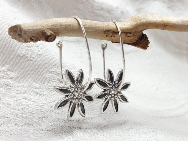 Stjärnblommor- hängande silverörhängen - silversmycke i äkta silver - handgjorda silversmycken från Brokig silversmycken
