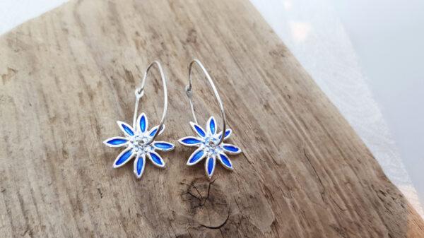 Blå blommor-hängande silverörhängen- - silversmycke i äkta silver - handgjorda silversmycken från Brokig silversmycken