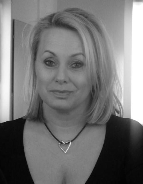 Louise Hoffsten i ett silverhjärta från Brokig silversmycken